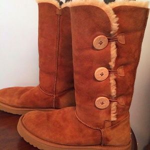 UGG Bailey Button Triplet - Chestnut - Women's 9